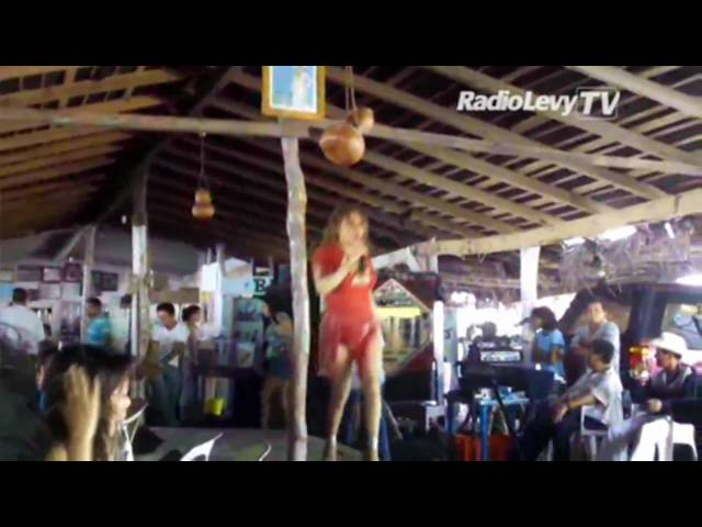 Show de trasvestis en las playas de Tecomán