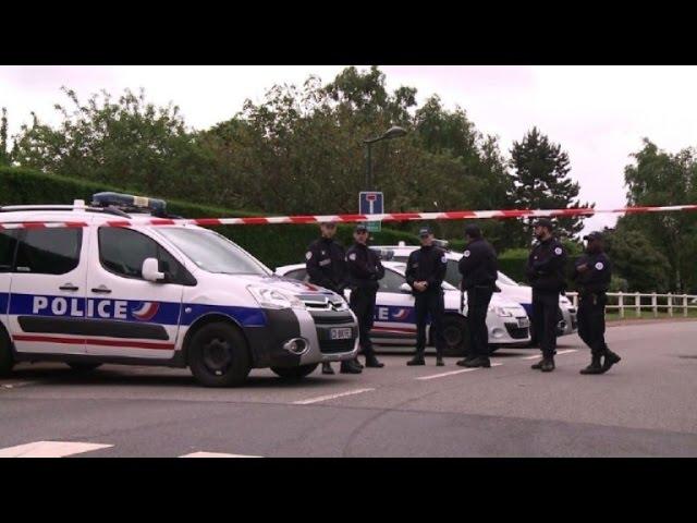 French policeman killed in fresh terror attack