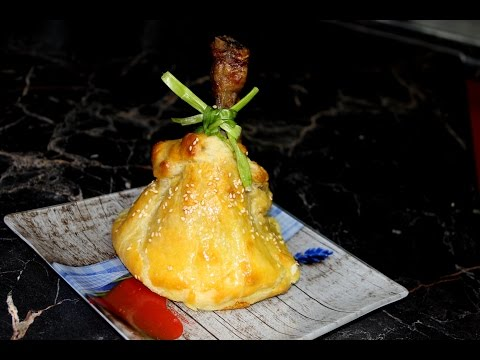 Курица с картофелем в мешочках из теста