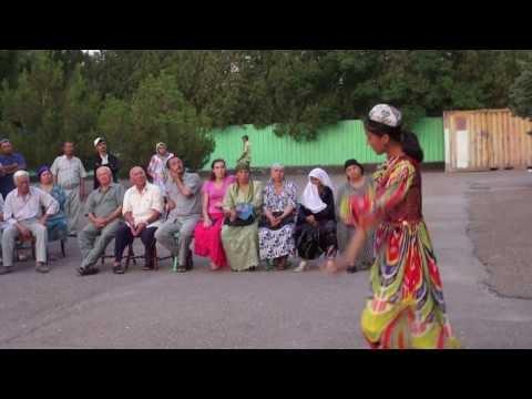 trahnuli-farzona-akobirova-v-tadzhikistane-foto