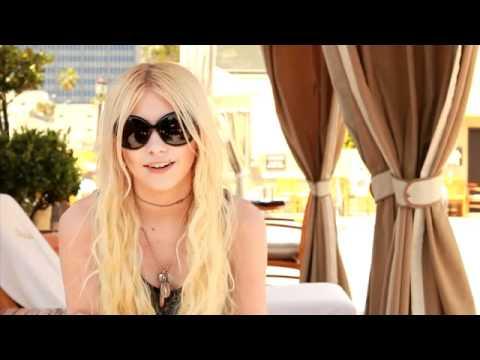 Buzznet interviews Taylor Momsen