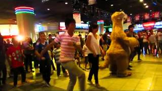 Ice Age 4 : Continental Drift Sid Shuffle Flash Mob (Fan made)
