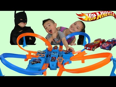 Mattel Hot Wheels Criss Cross Crash Boosted Trackset Unboxing Playing Superhero Race Battle Ckn Toys