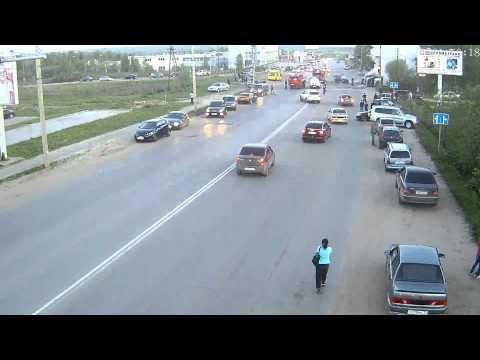 Крупная авария в Сыктывкаре: столкнулись «Газель» и  Mitsubishi Outlander (28.05.2014)