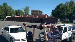 Reggaeton, TWERK and... stuntriding!!! Police VS stuntriders!!!(RAKATAKA dance team)
