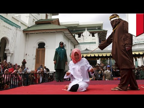 Indonesia woman Nur Elita caned in public for breaking Sharia Law in Aceh province - TomoNews