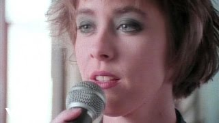 Клип Suzanne Vega - Left Of Center
