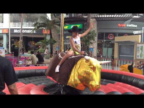 Развлечение на Пхукете - катание на быке