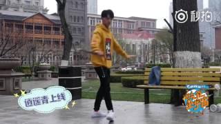 Vương Thanh múa kiếm