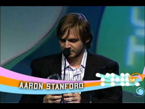 Bill Pullman presents to Aaron Stanford