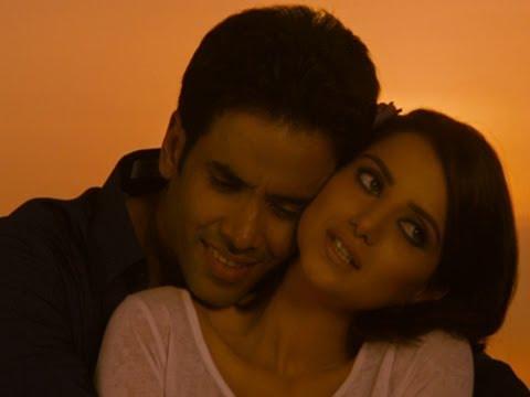 Tusshar Kapoor Romances Kulraj Randhawa  - Chaar Din Ki Chandni