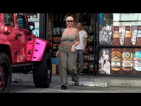 Amber Rose Flaunts Massive Cleavage In Tiny Tank thumbnail