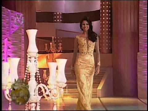 Desfile en traje de gala en el Miss Veneszuela Mundo 2013 (2)