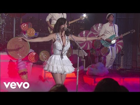 Katy Perry - Teenage Dream (Live on Letterman)
