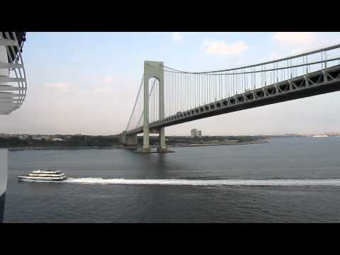 Verrazano-Narrows Bridge, Queen Mary 2, Staten Island--Brooklyn, New York, USA, North America