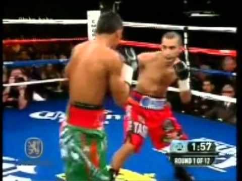 Abner Mares vs Vic Darchiniyan Round 1 : Darchiniyan vs Mares Opening Scenes and Round