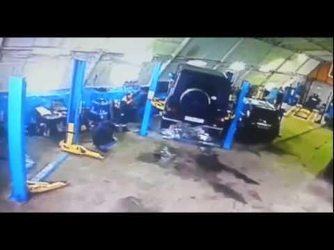 машина упала с подъемника