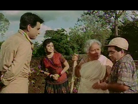 Dilip Kumar Bashed Up By His Mother - Ram Aur Shyam
