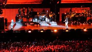 Eminem feat Rihanna Love The Way You Lie Live at Metlife Stadium