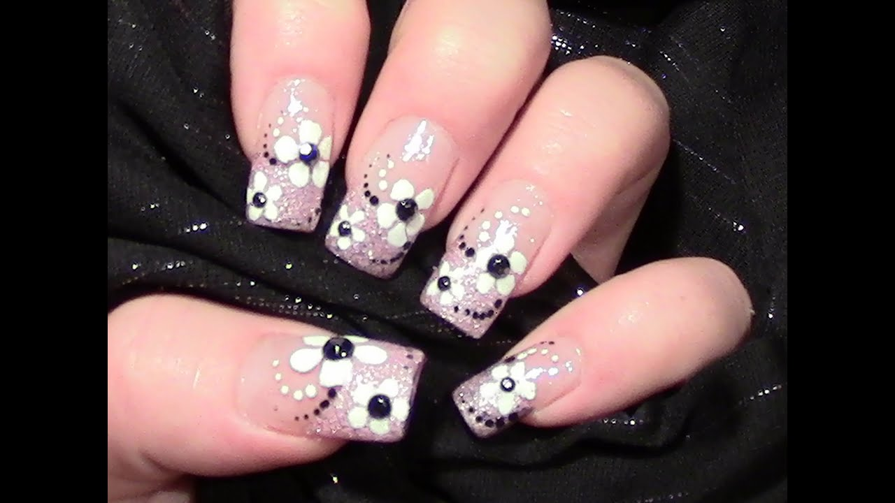 rosa glitter bl mchen nageldesign selber machen simple flower nail design n gel lackieren. Black Bedroom Furniture Sets. Home Design Ideas