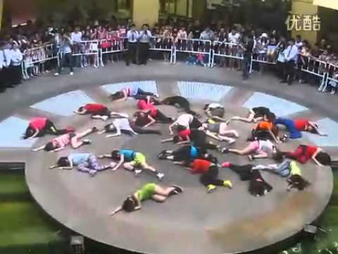 5/1/2011The Best Flashmob of Britney Spears(Femme Fatale Flashmob )