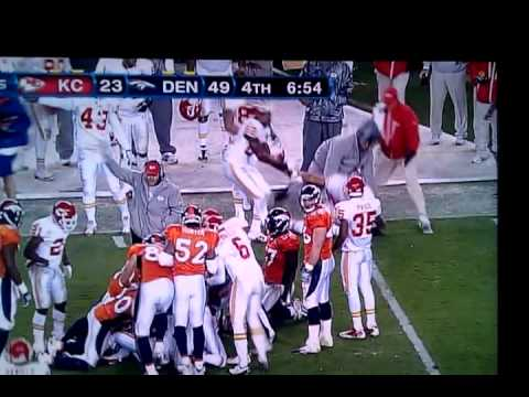 Kansas City #81 Tony Moeaki gets hit hard. Watch top right of screen. Odd thing is they didn't say a thing about it.
