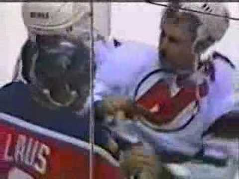 Scott Niedermayer hits Peter Worrell with his stick Video