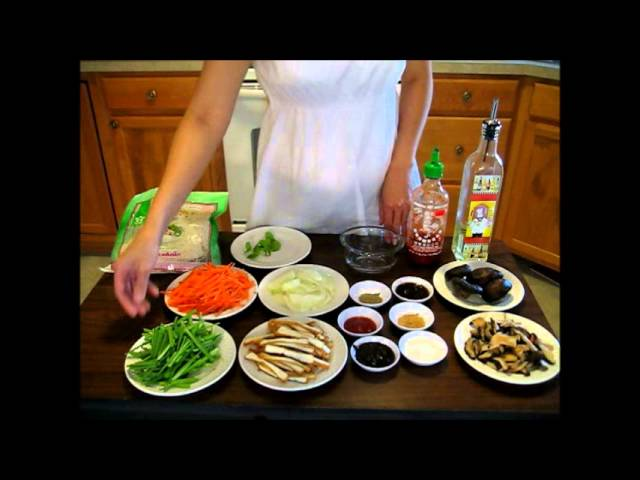 Vegan fried pho noodle with mushroom & vegetable