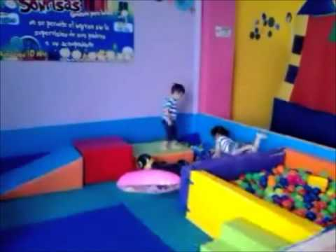 Sonrisas espacio para bebes en berakah sal n de juegos infantiles youtube - Perchas infantiles de pared ...