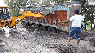 Tata Lpt 3118c Stuck in Mud Rescue By Jcb Machine.
