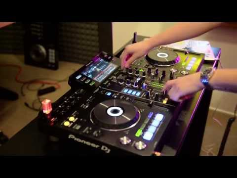Alex Moreno testing out the new Pioneer XDJ-RX controller