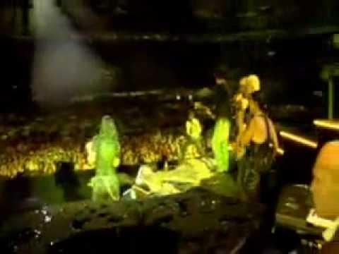 Laura Pausini - La Isla BonitaY mi banda toca rock