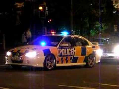 Tony Blair's motorcade leaving Auckland Town Hall, 28 Mar 06