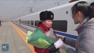 Two-minute reunion at high-speed rail station in Shanxi, China