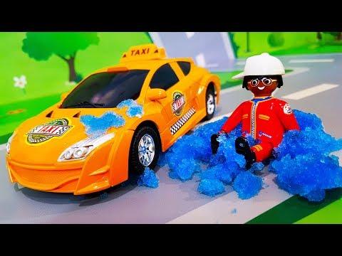 Мультики про машинки. Желтая машинка и Скорая помощь – Лепим Снеговика. Лего Мультфильмы для детей