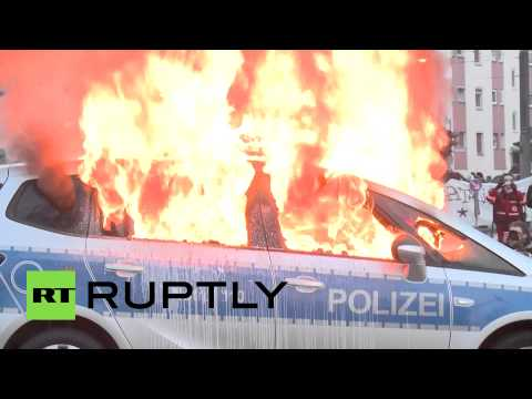 'Blockupy' protesters set cars aflame amid clashes with police in Frankfurt
