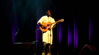 Bouba ''Kirikou'' chante en espagnol