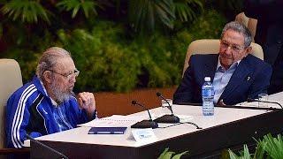 Кастро залишився на чолі Компартії Куби