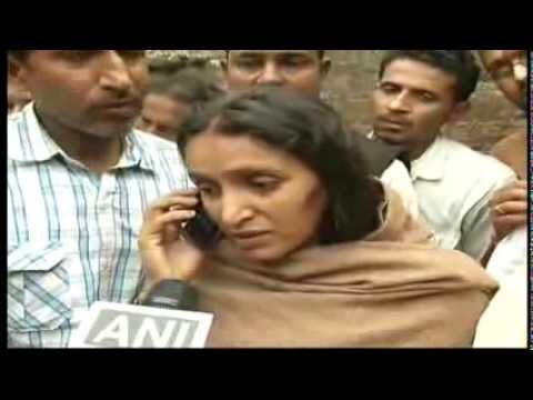 Shri Narendra Modi talks to wife of Shaheed Munna Srivastava on phone