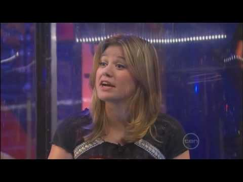 Kelly Clarkson - TV 1 June 09 - Kelly in a bubble comedy sketch - GNW TV Australia M15+ Video