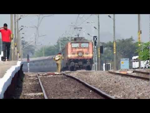 Fancy Ed Wap-4 22224 Rises And Kicks Up Dust At 95 Kmph !!! video