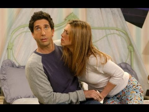 Friends Ross's sexual fantasy Princess Leia gold bikini in Star War with Rachel S03 E01 Highligt