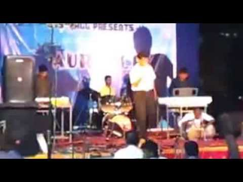 Sumit Agrawal Keyboard Performance  In A Band Lbs Hall Day Iit Kharagpur video