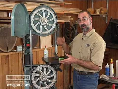 Woodworiking Tips: Band Saw - Shop-Made Brush to your Lower Band Saw Wheel