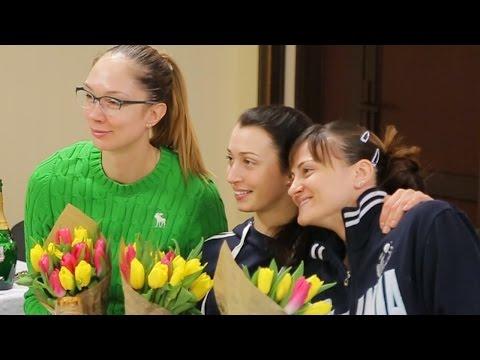 Liga Rusa: Dinamo Kazan recibe sorpresa por Día de la Mujer (VIDEO)