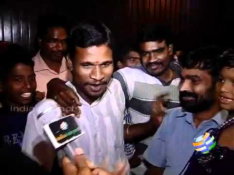 Exclusive - Director Shankar watches Nanban with Fans