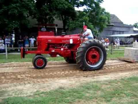 Farmall 400 Tractor Pull Video