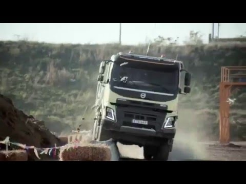 Девочка управляет машиной Вольво 05.12.15 Can i Kick it ? Volvo Trucks feat. 4-year-old Sophie