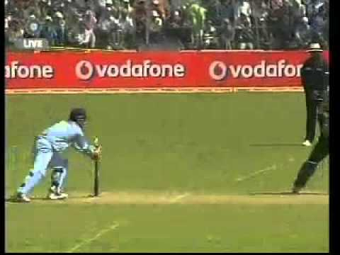 Brilliant Ball by Sachin st by Dhoni - Afridi out.flv