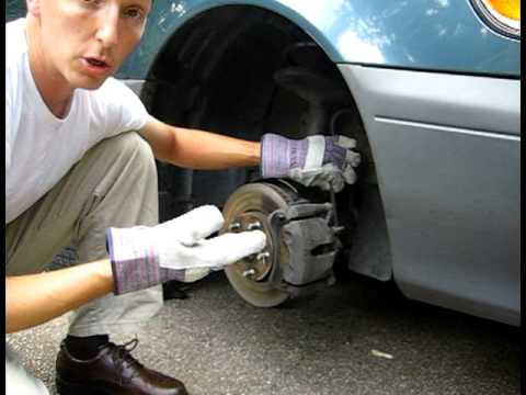 Change the front brakes on a 2001 Toyota Sienna - Removal